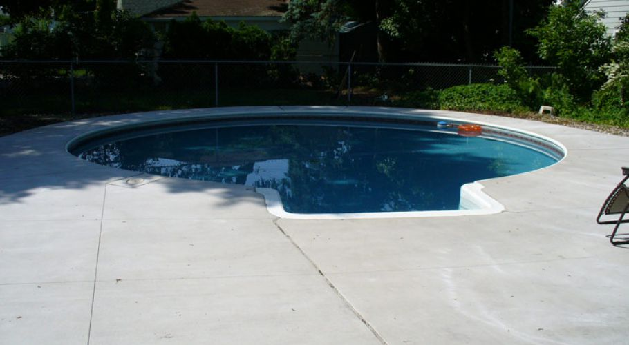 New Coping, Concrete and Kafko Vinyl liner Installed